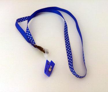 Lazo portacarnet azul de Puntitos